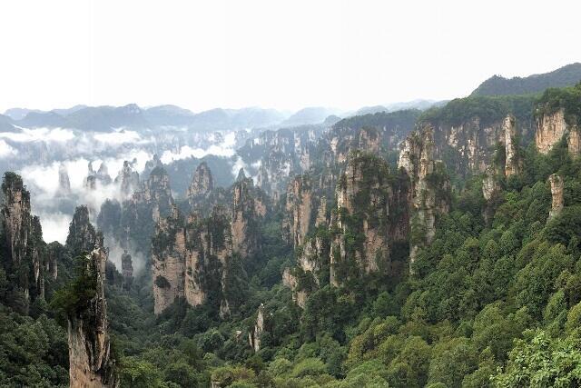 魅力満載!自然あふれる世界遺産「武陵源」と鳳凰古城周遊ツアー