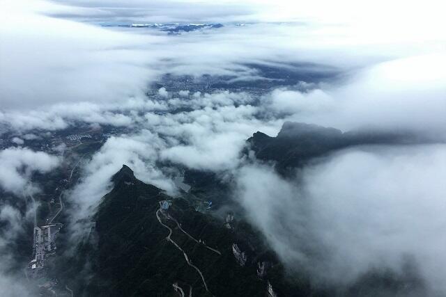 魅力満載!自然あふれる世界遺産「武陵源」と上海ディズニー周遊ツアー