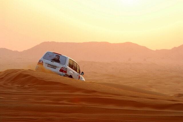 《初夢セール》砂漠を4D車で駆け巡る!人気NO1ツアー付が限定特価、直行便利用