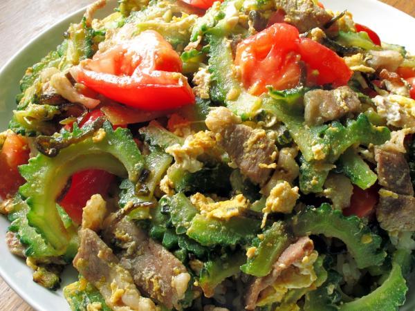 沖縄料理の定番、チャンプルーって