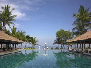 ジンバラン湾の美しいサンセットを望むビーチフロントのリゾートホテル<br>【インターコンチネンタルバリリゾート/リゾートクラシック】