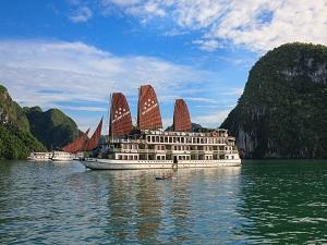 世界遺産「ハロン湾」で船に泊まる!船上泊ツアーが今年も人気です★